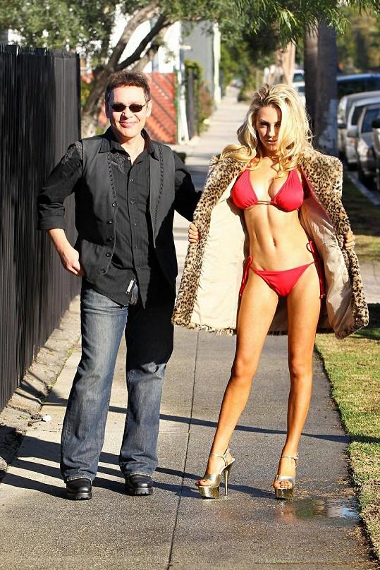 Courtney s manželem Dougem Hutchinsonem.