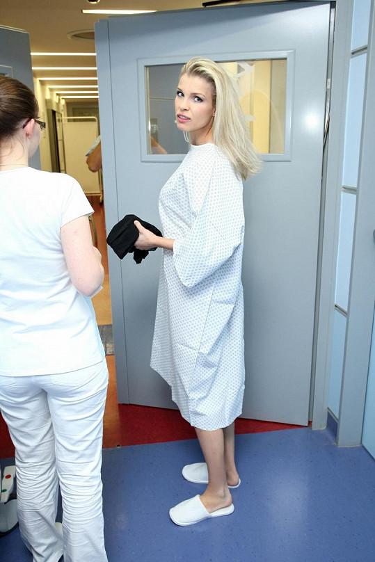 Romana Jákl Vítová vypadala, že se jí do operace moc nechce.