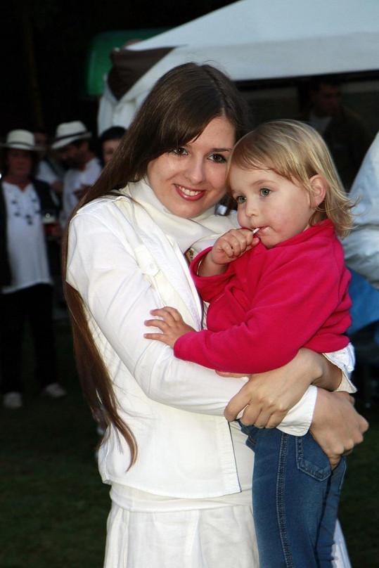 Eliška se sestřičkou Anežkou.