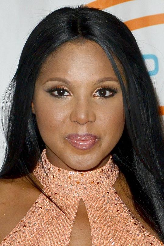 Toni Braxton ještě letos v květnu vypadala zase úplně jinak.