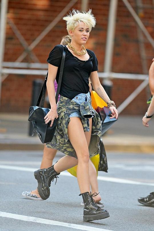 Miley Cyrus na nákupech.