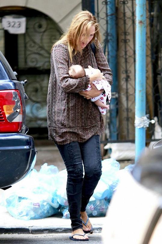 Uma Thurman v New Yorku se svou dcerou.