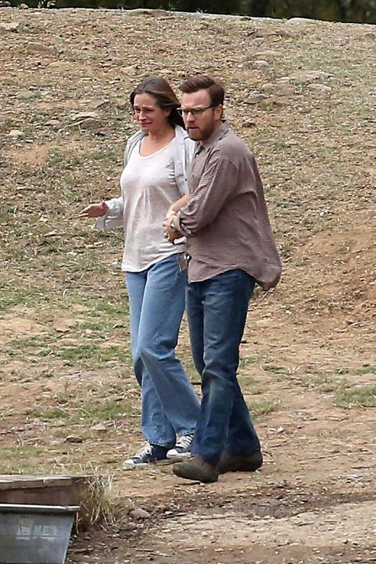 Julia a Ewan McGregor během emočně vypjaté scény.