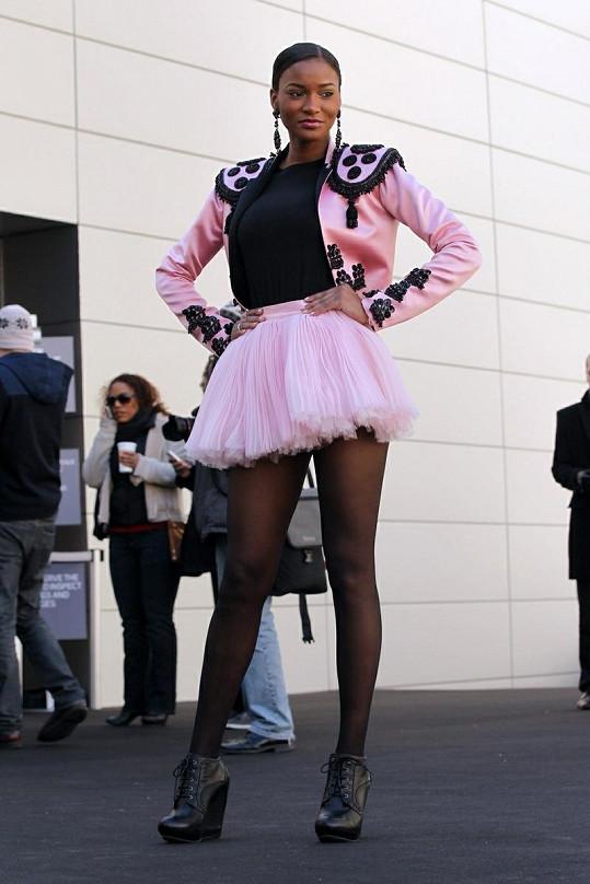 Angolanka během newyorského Mercedes-Benz Fashion Weeku.