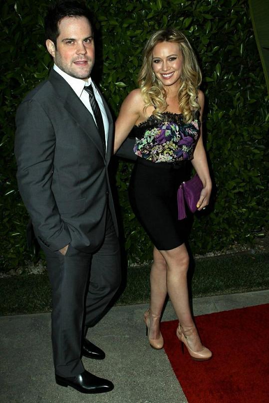 Hillary Duff s manželem Mikem Comriem.