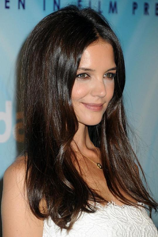 Manželka Toma Cruise má překrásnou tvář.