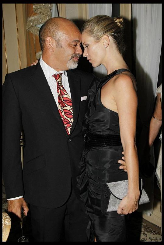 Kate Moss byla ve společnosti vlivných mužů. Co na to její manžel Jamie Hince?