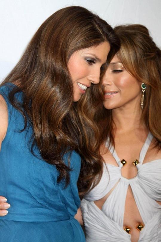 Jenn a její mladší sestra Lynda prý mají krásný sourozenecký vztah.