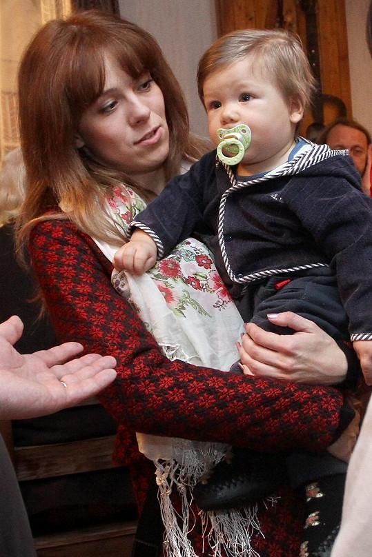 Lucie Černíková se svým seriálovým synem Pavlíkem.