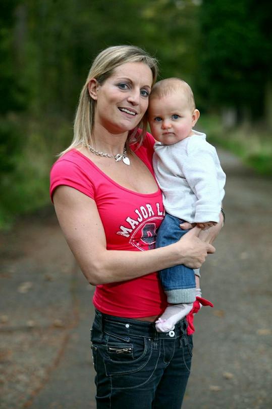 Kate Puncher podle lékařů již neměla mít děti, narodila se jí však zdravá holčička Jessica.