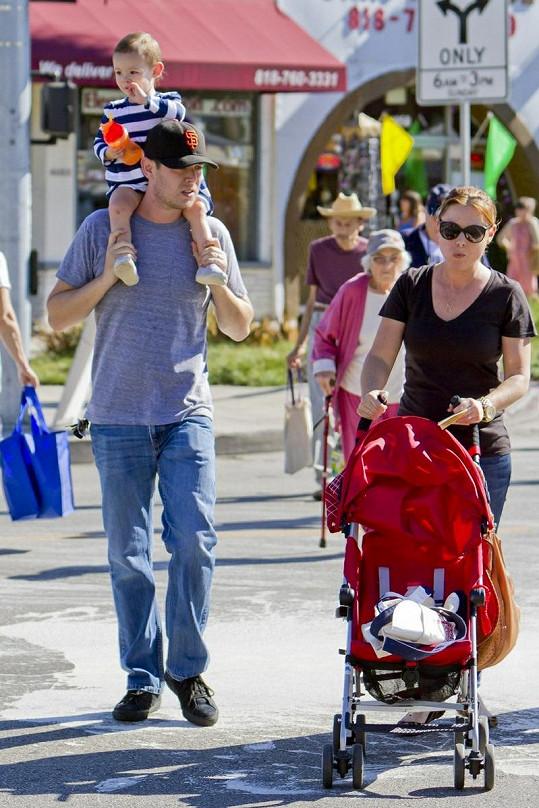 Colin Hanks s manželkou a dcerkou Olivií.