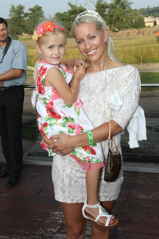 Tereza Mátlová s dcerou Emily na párty Glancu.