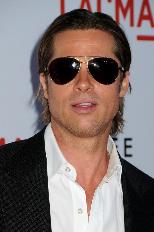 Nová vizáž Brada Pitta.