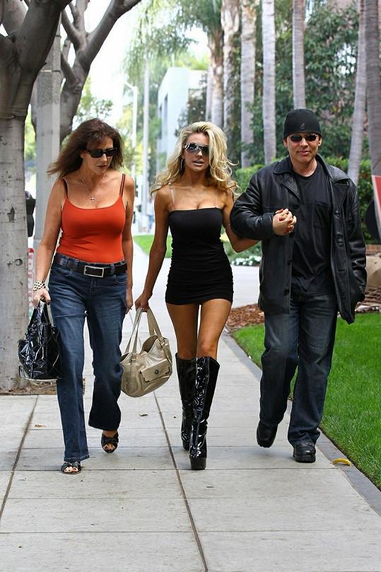 Courtney s manželem Dougem a matkou Kristou.