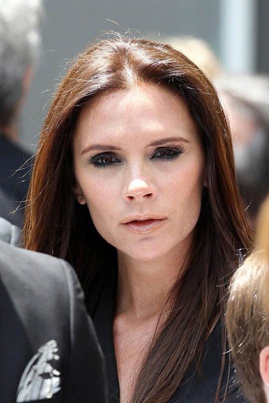 Victoria Beckham nezvolila zrovna lichotivý make-up.