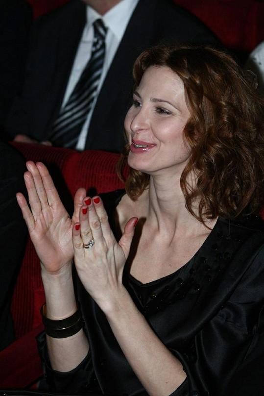 Ivana Gottová s vlnitými vlasy.