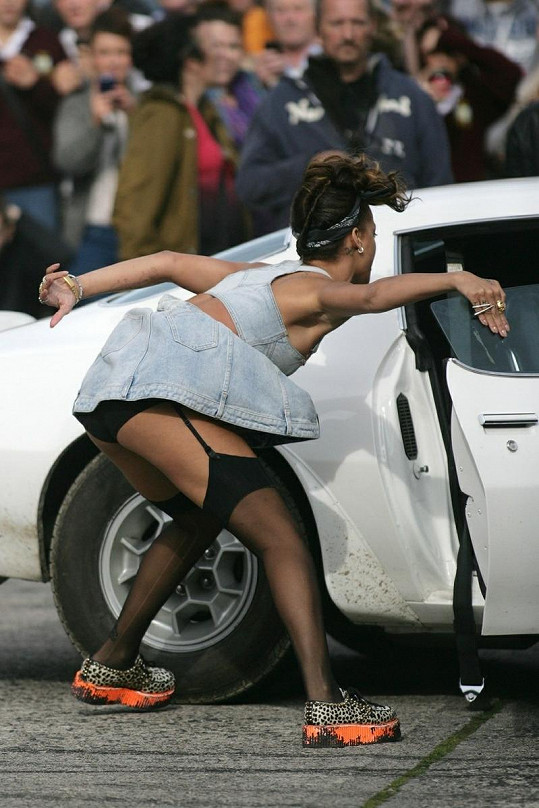 Rihanna dokáže být pořádně vyzývavá.