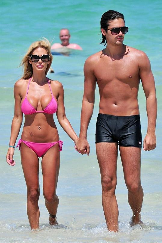 Modelka a bývalá pornoherečka Shauna Sand v Miami s manželem.