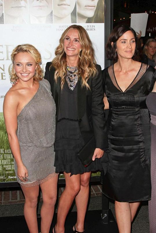 Julia se svými hereckými kolegyněmi Hayden Panettiere a Carrie-Anne Moss.