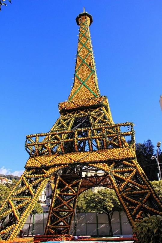 Replika slavné Eiffelovy věže.