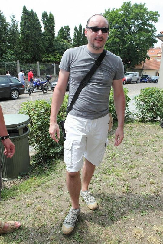Marián Vojtko zvolil příjemnou kombinaci barev, jen to tričko by nemuselo být tak obepnuté. Anebo by mohl zkusit raději košili.
