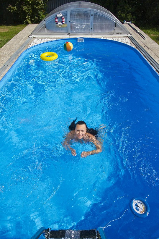 Heidi Janků ráda plave.