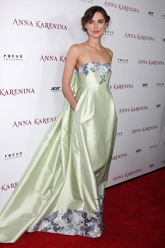Keira Knightley jakožto krásná představitelka role Anny Kareniny.