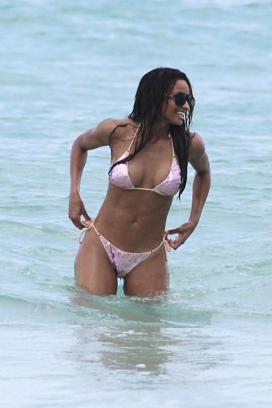 Sexy zpěvačka R'n'B Ciara.