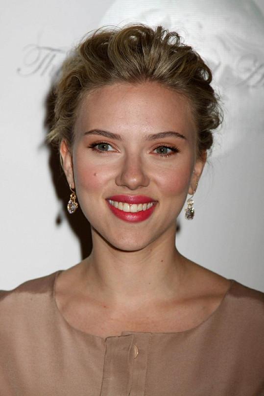 U Scarlett Johansson zvítězily rty.