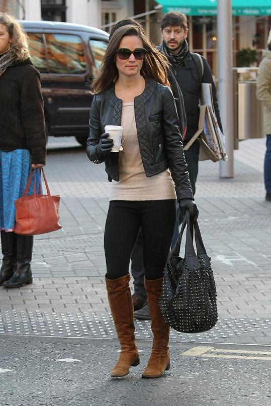 Pippa Middleton při cestě do práce.