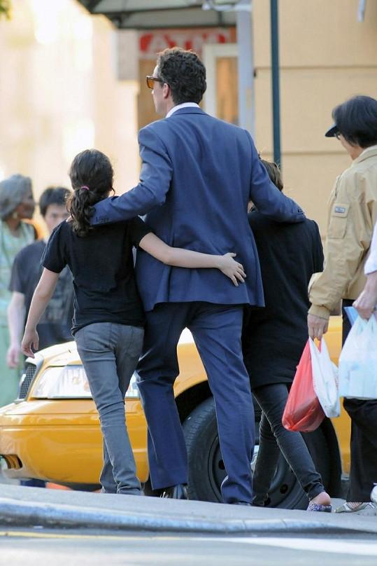 Oliver se svými ženami v New Yorku.