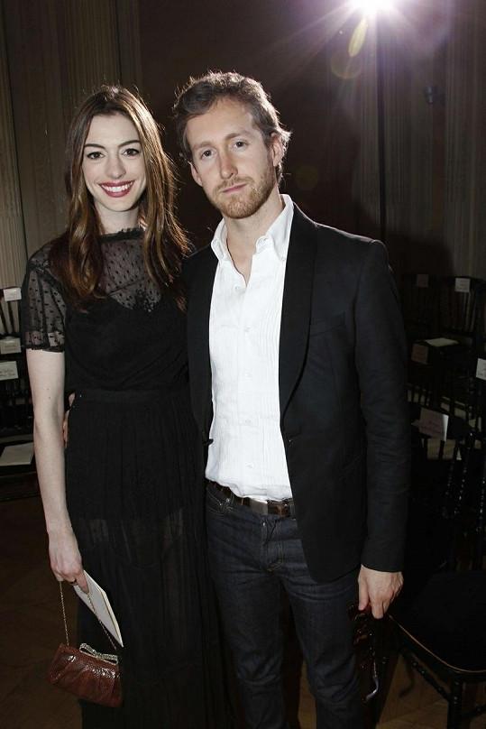 Anne Hathaway a Adam Shulman.