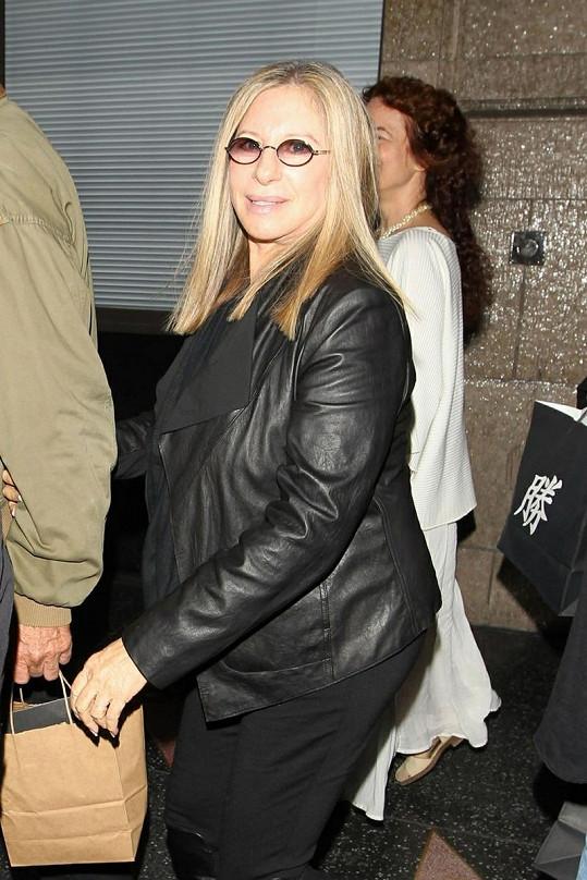 Barbra Streisand vypadá téměř v sedmdesáti lépe než za mlada.