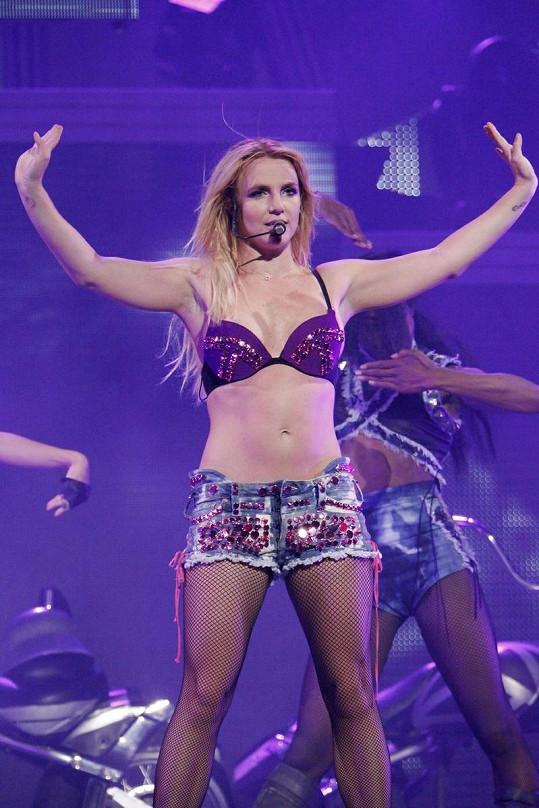 Zpěvačka při koncertu v Torontu.