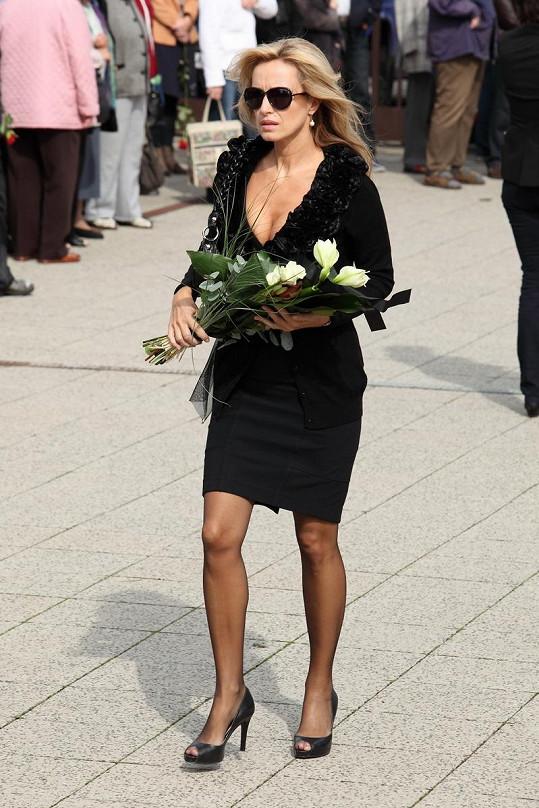 Kateřina Brožová na pohřbu Radka Brzobohatého.