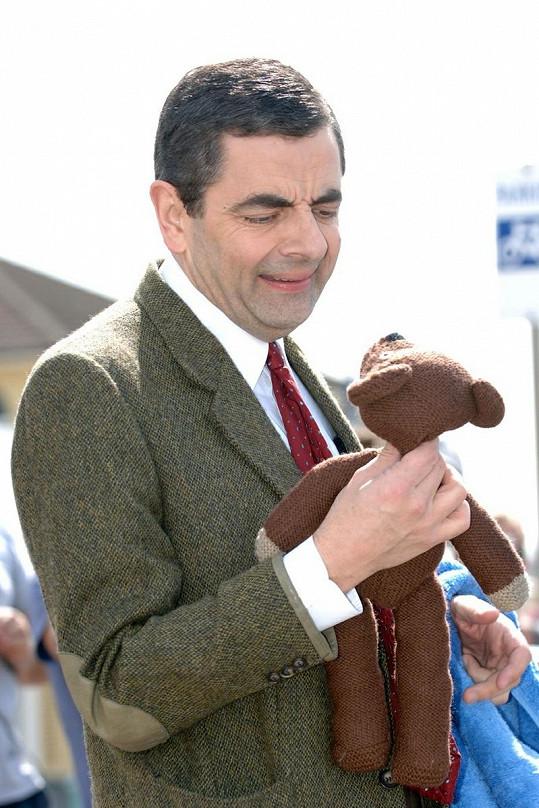 Mr. Bean se svým nerozlučným parťákem.