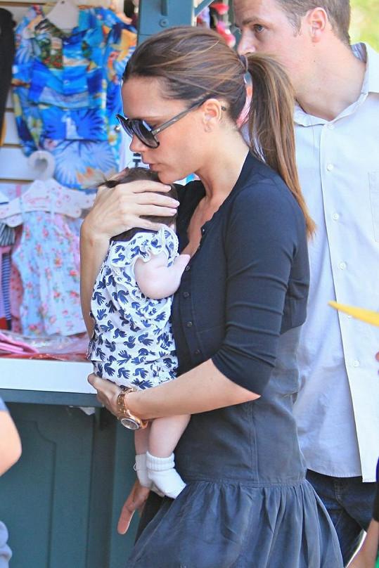 Hrdá matka Victoria Beckham s dcerkou Harper.