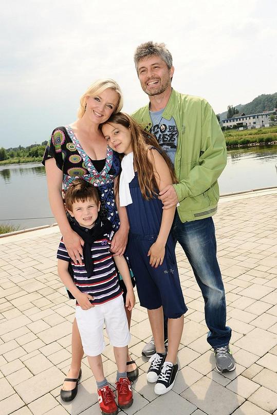 Herečka Gabiela Filippi s rodinou