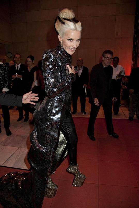Daphne Guinness nosila vysoké boty bez podpatku ještě mnohem dříve, než Lady Gaga, jež je proslavila.