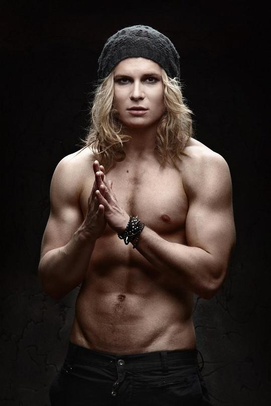 Ani svaly ani prosík mu nepomáhají u divně chovající se slovenské televize.