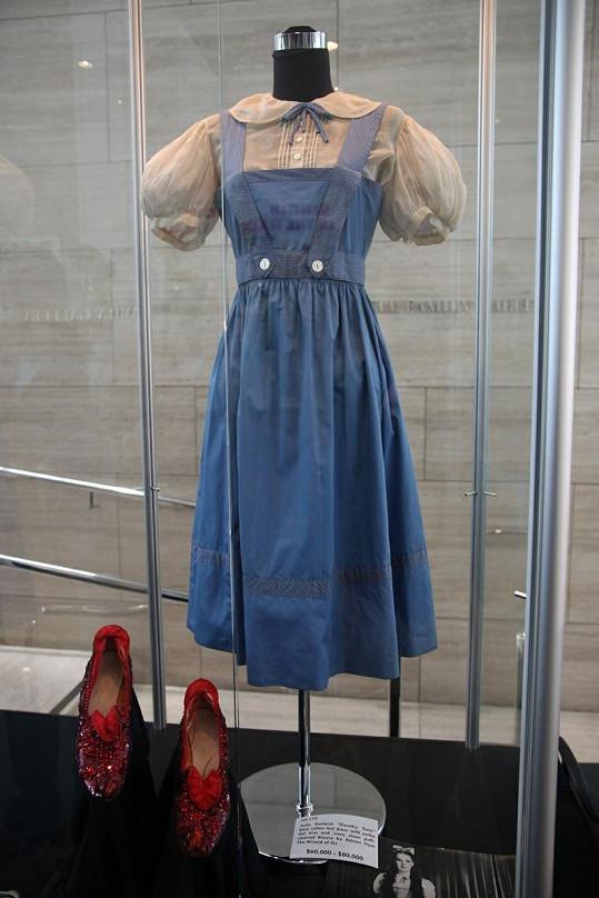 Šaty a střevíčky, které na sobě měla Judy Garland ve filmu Čaroděj ze země Oz.