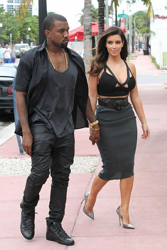 Kim Kardashian a Kanye West zašli v Miami do luxusní restaurace.