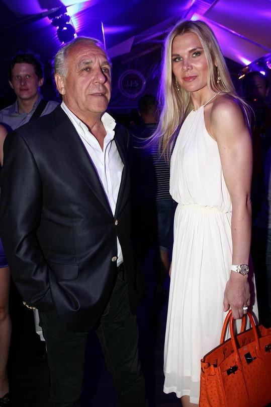 Petr Ptáček, expřítel Dominiky byl na párty také. Ale s novou partnerkou.