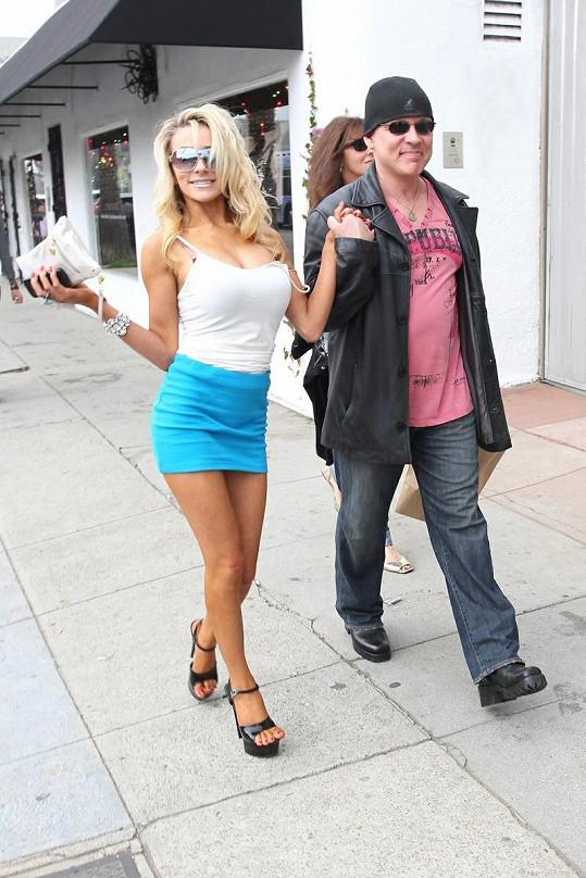Doug s Courtney se procházeli po Venice na Floridě.