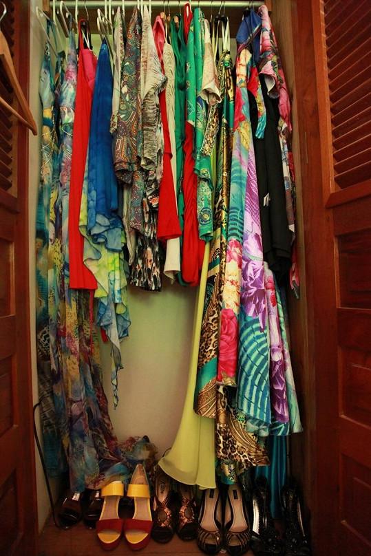 Do Dominikánské republiky si přivezla garderóbu obsahující asi čtyřicet šatů.