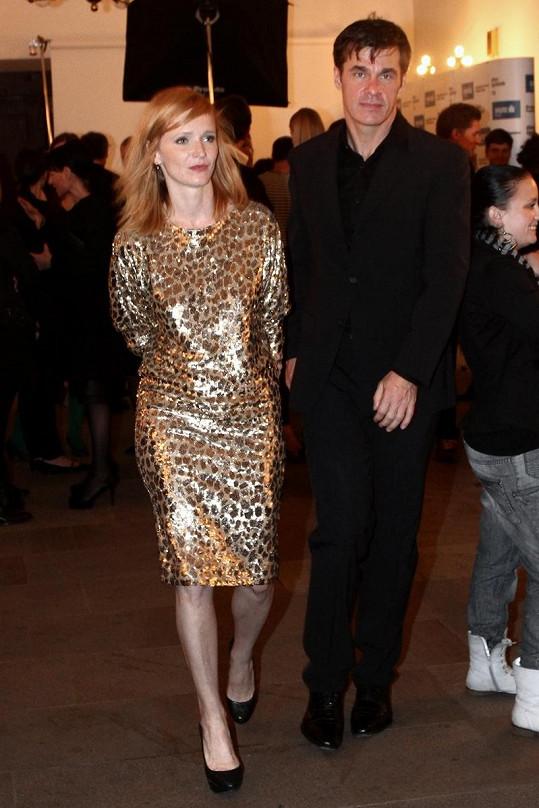 Ještě na podzim roku 2012 se Aňa vídala s miliardářem Martinem Shenarem.
