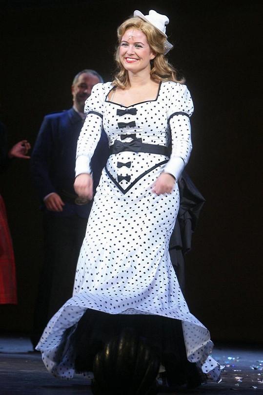 Zuzana Norisová v upnutých šatech ukázala kila navíc.