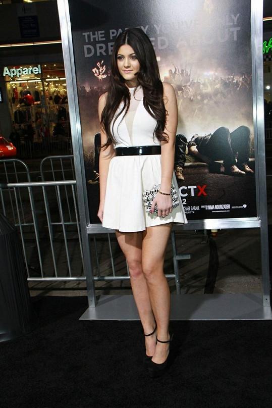 Čtrnáctiletá Kylie je velkou sportovkyní. Svou školu dokonce úspěšně reprezentuje na mnoha soutěžích.