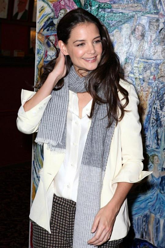 Katie Holmes umí pánský styl nosit.