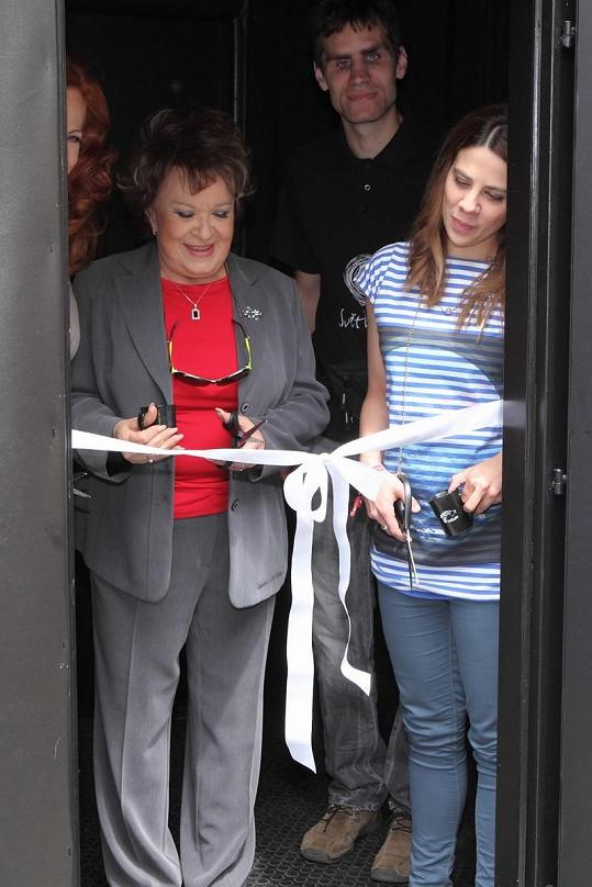 Jiřina Bohdalová slavnostně přestřihla pásku.